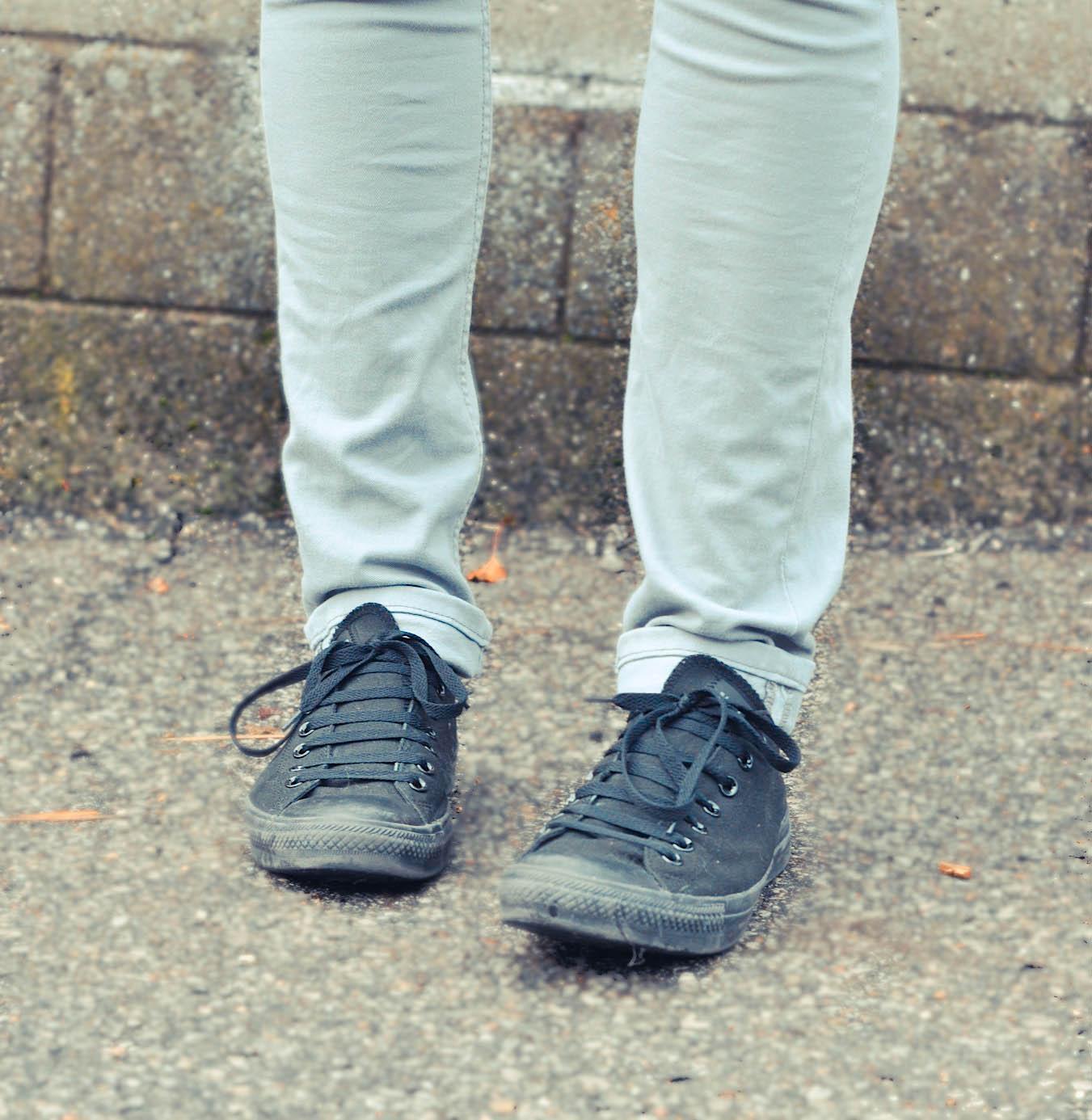 black-black-converse-chuck-taylors-chucks