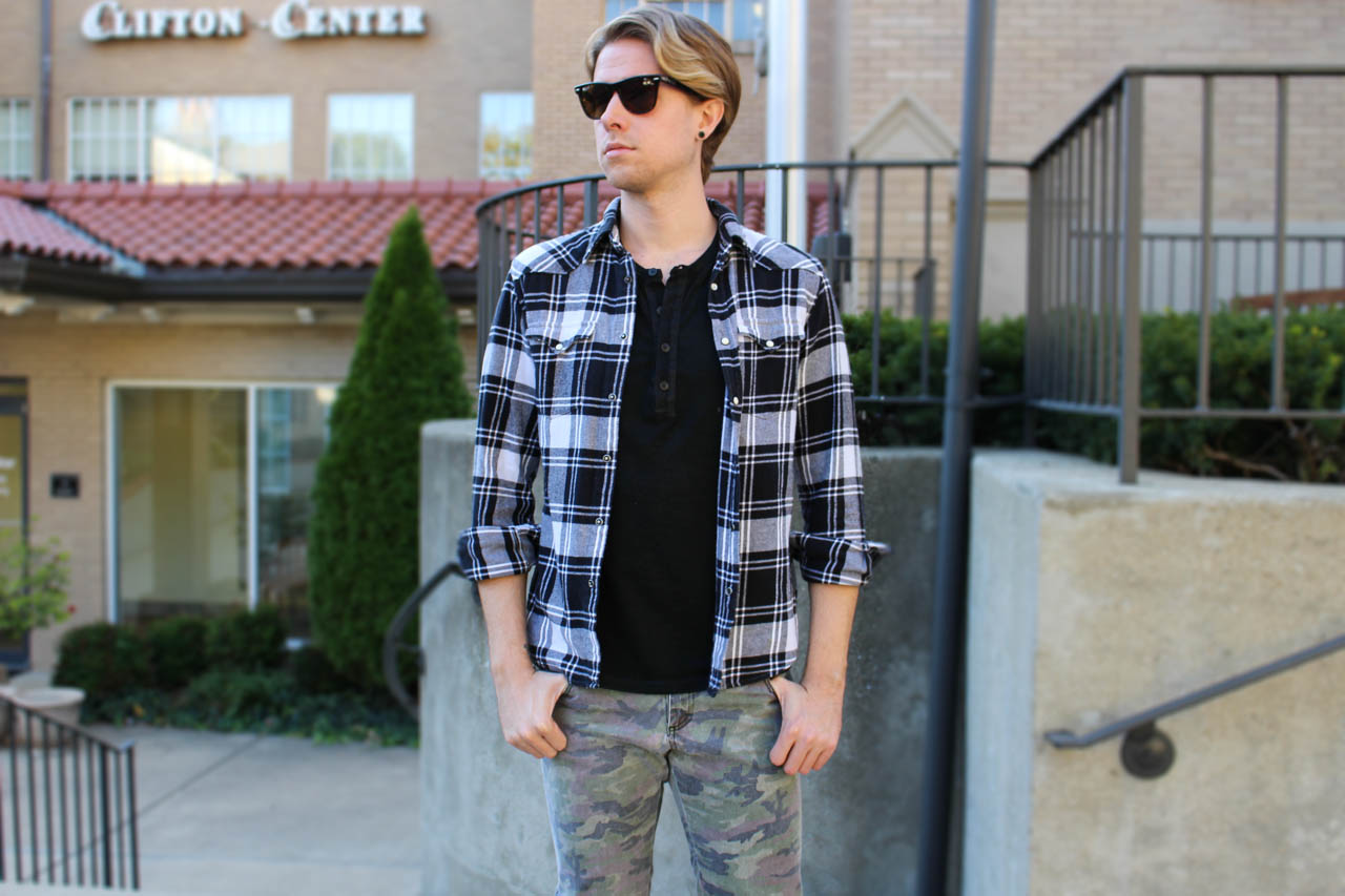 The Kentucky Gent in 3 Button Waxed Henley by Kill City, Black a