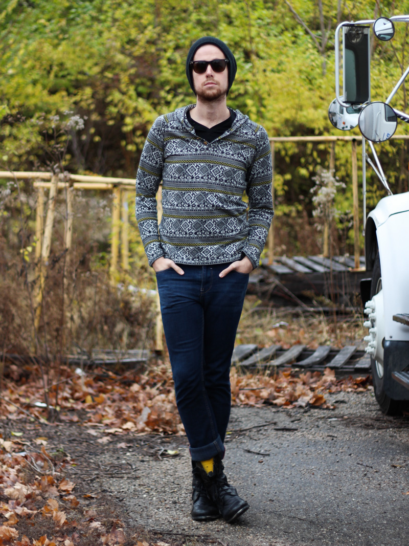 The Kentucky Gent in Koto Aztec Print Hoodie, BDG Black V-Neck T-Shirt, RECO Jeans, Richer Poorer Socks, 21Men Beanie, Steve Madden Troopah2 Boots, and Ray-Ban Wayfarers
