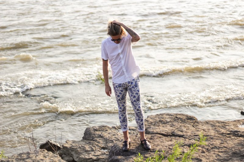 The Kentucky Gent in Original Penguin Sunglasses, H&M Short Sleeve Woven, Zara Paisley Trouser Pants, and Zara Sandals.