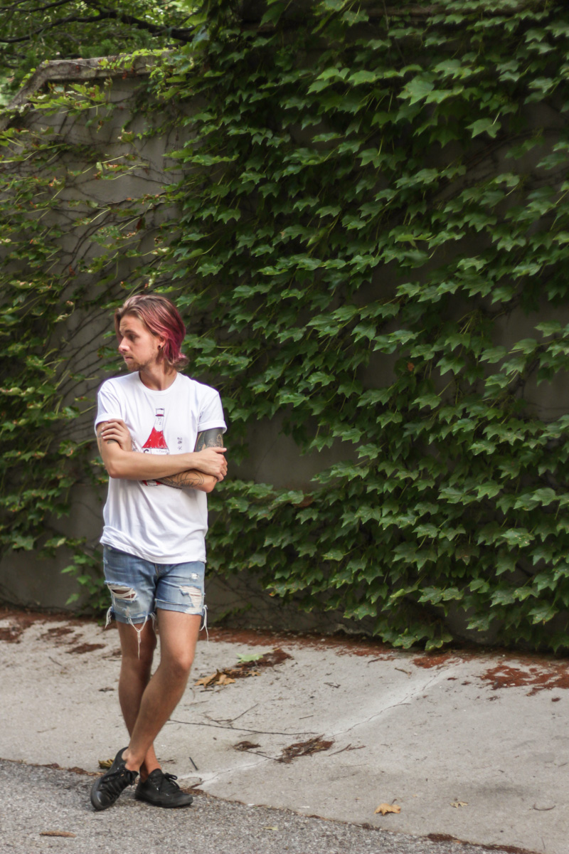 The Kentucky Gent in Custom Ketchup T-Shirt, Levi's Cut Off Denim Shorts, and Converse Chuck Taylors.