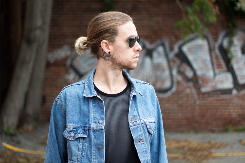The Kentucky Gent, a men's fashion and lifestyle blogger, in Levi's Denim Trucker Jacket, Kill City T-Shirt, Zanerobe Mesh Joggers, Converse Chuck Taylors, and Ray-Ban Aviator Sunglasses.