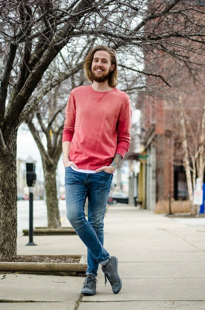 The Kentucky Gent, a Louisville, Kentucky based men's life and style blogger, lightens up in a 21Men Sweatshirt.