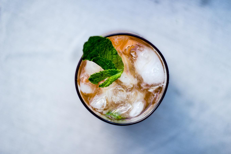 bulleit bourbon, peach cocktails, mint cocktail, mint julep cocktail recipe, how to make a bourbon cocktail