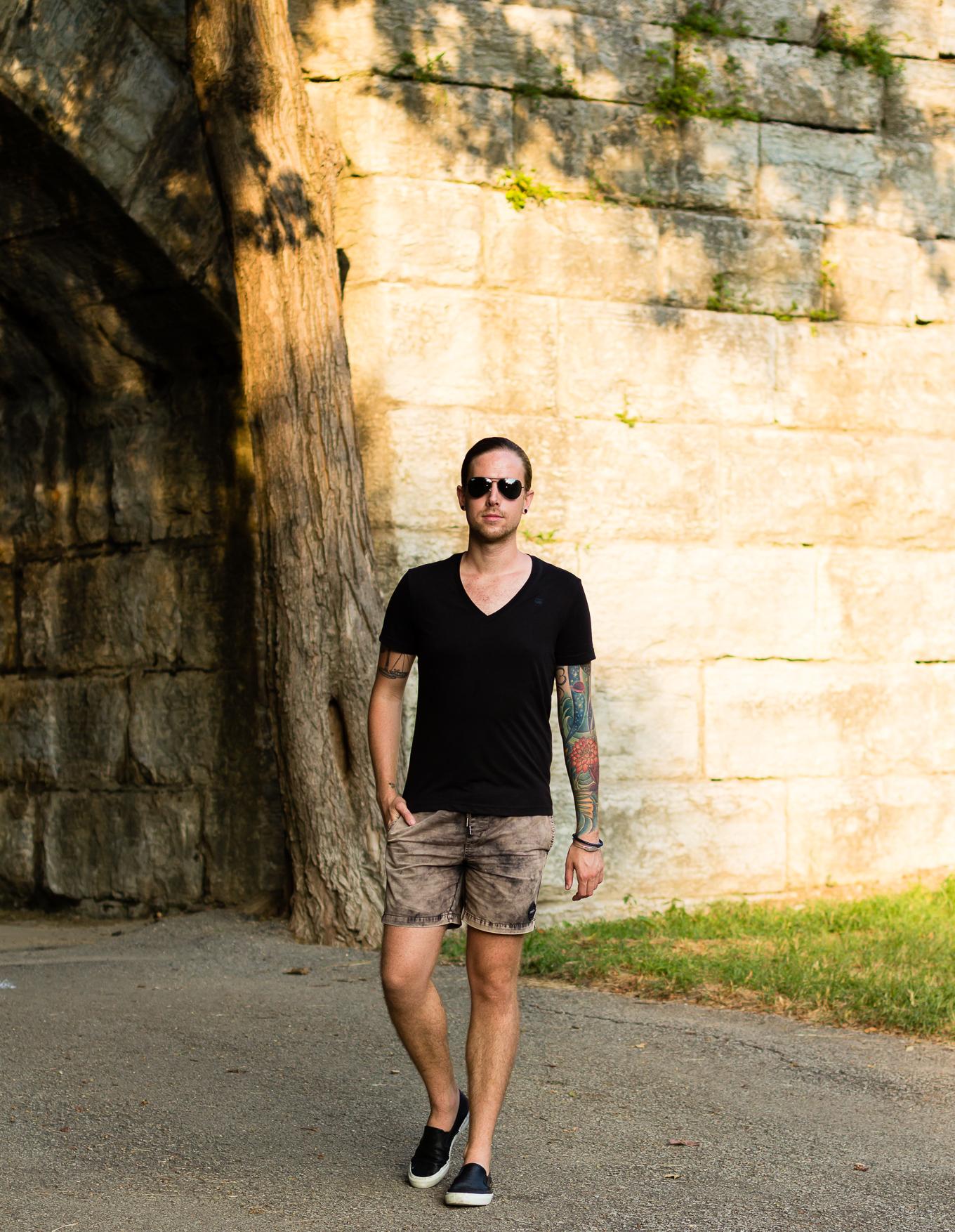 g-star raw, black t-shirt, rvca, mens summer fashion, how to wear shorts