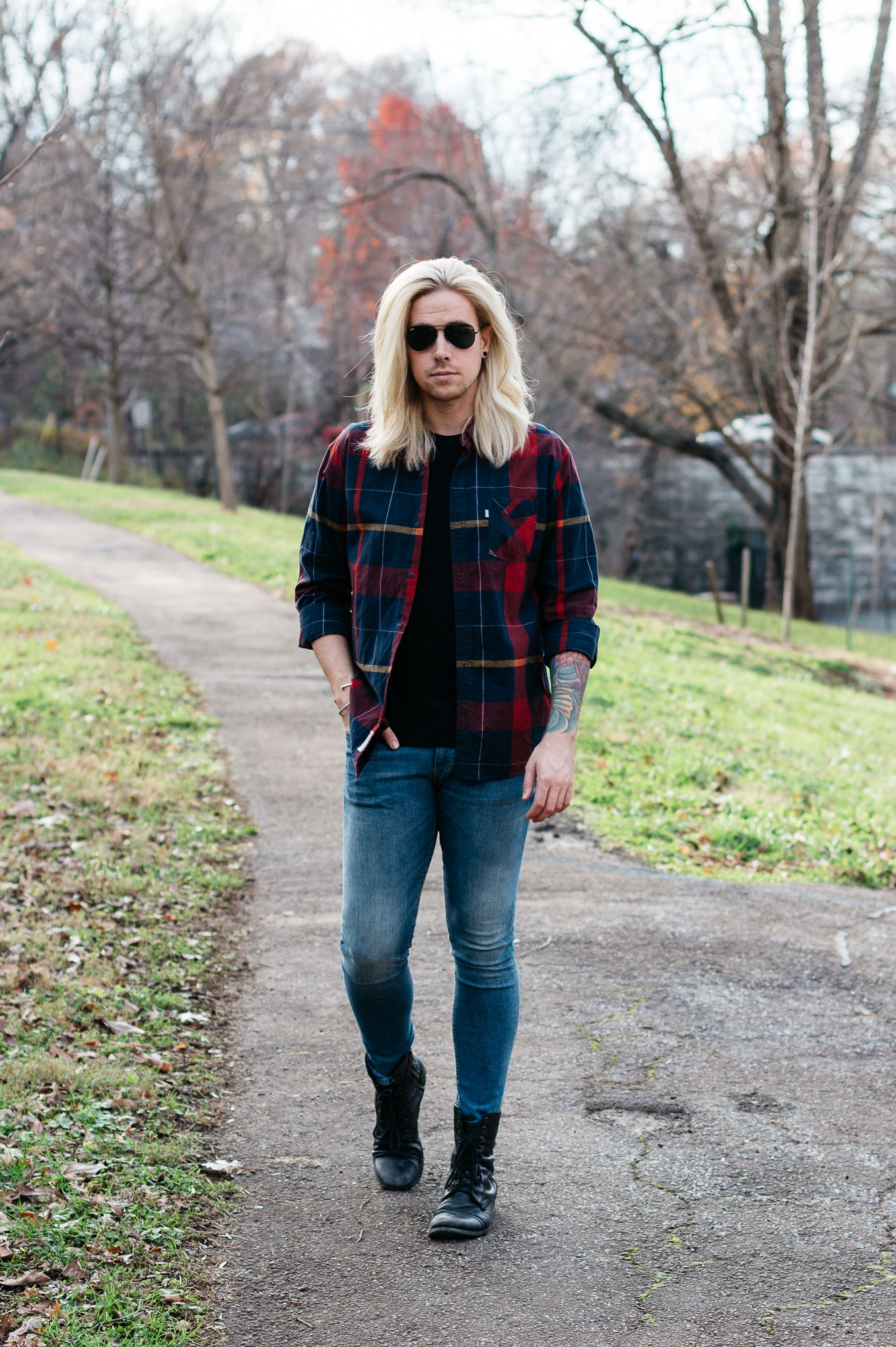 mens plaid shirt, hm skinny jeans, how to wear a plaid shirt, mens with platinum blonde hair, levis plaid shirt