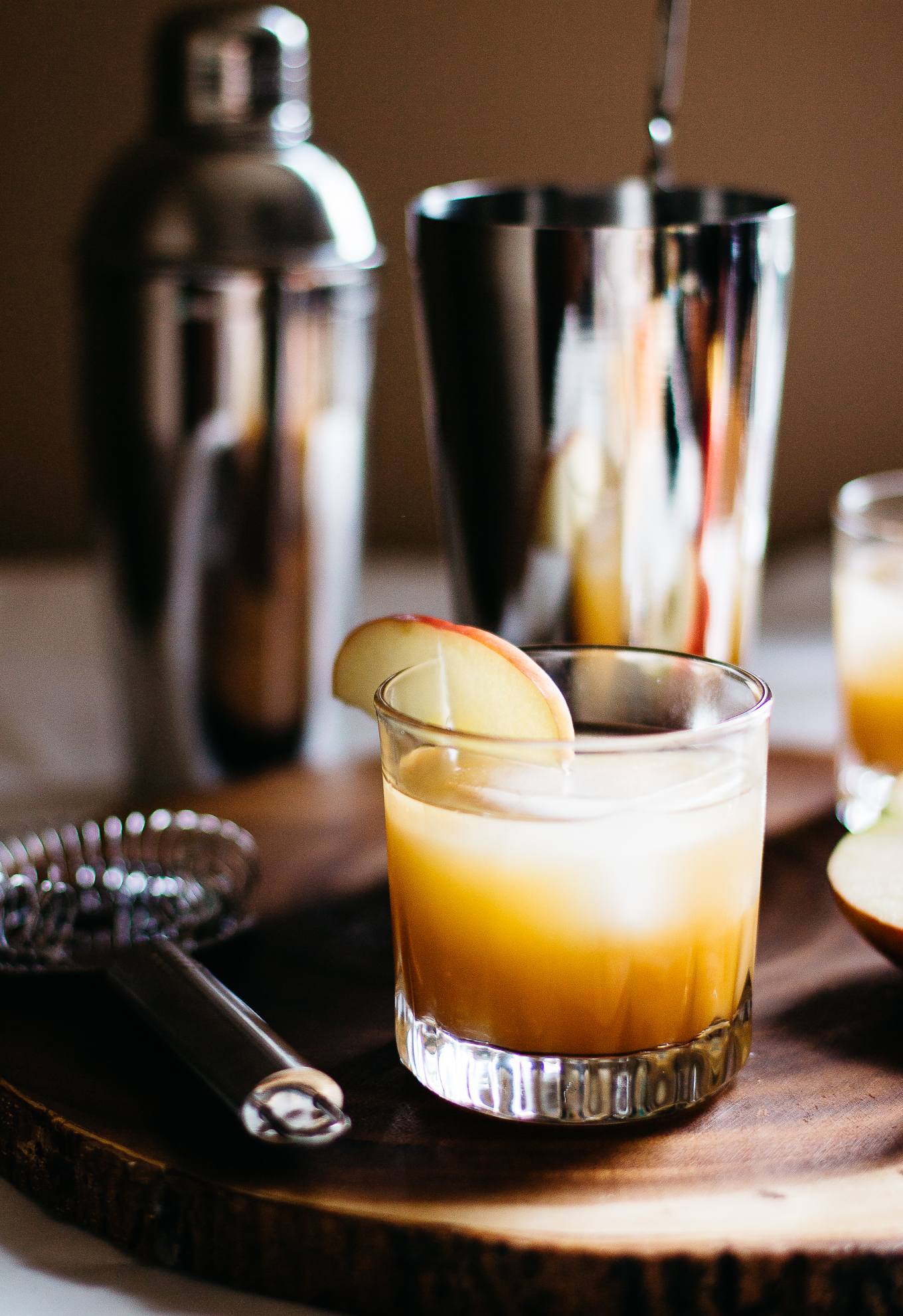 old fashioned, bourbon cocktails, what to drink on thanksgiving, whiskey apple cider, whiskey cocktails