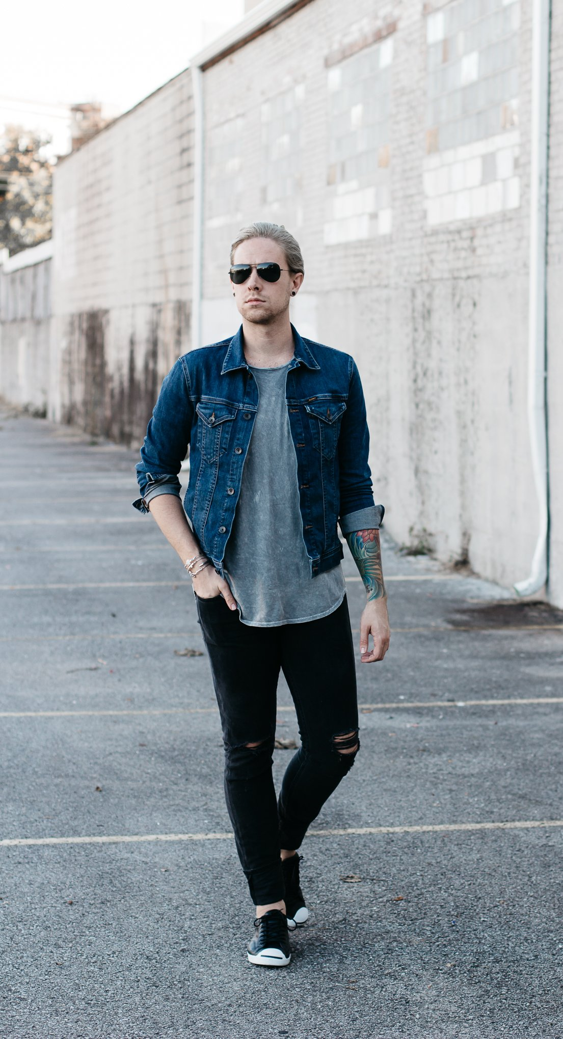 men with platinum hair, men with grey hair, minimal dressing, mens fall fashion, how to wear a denim jacket