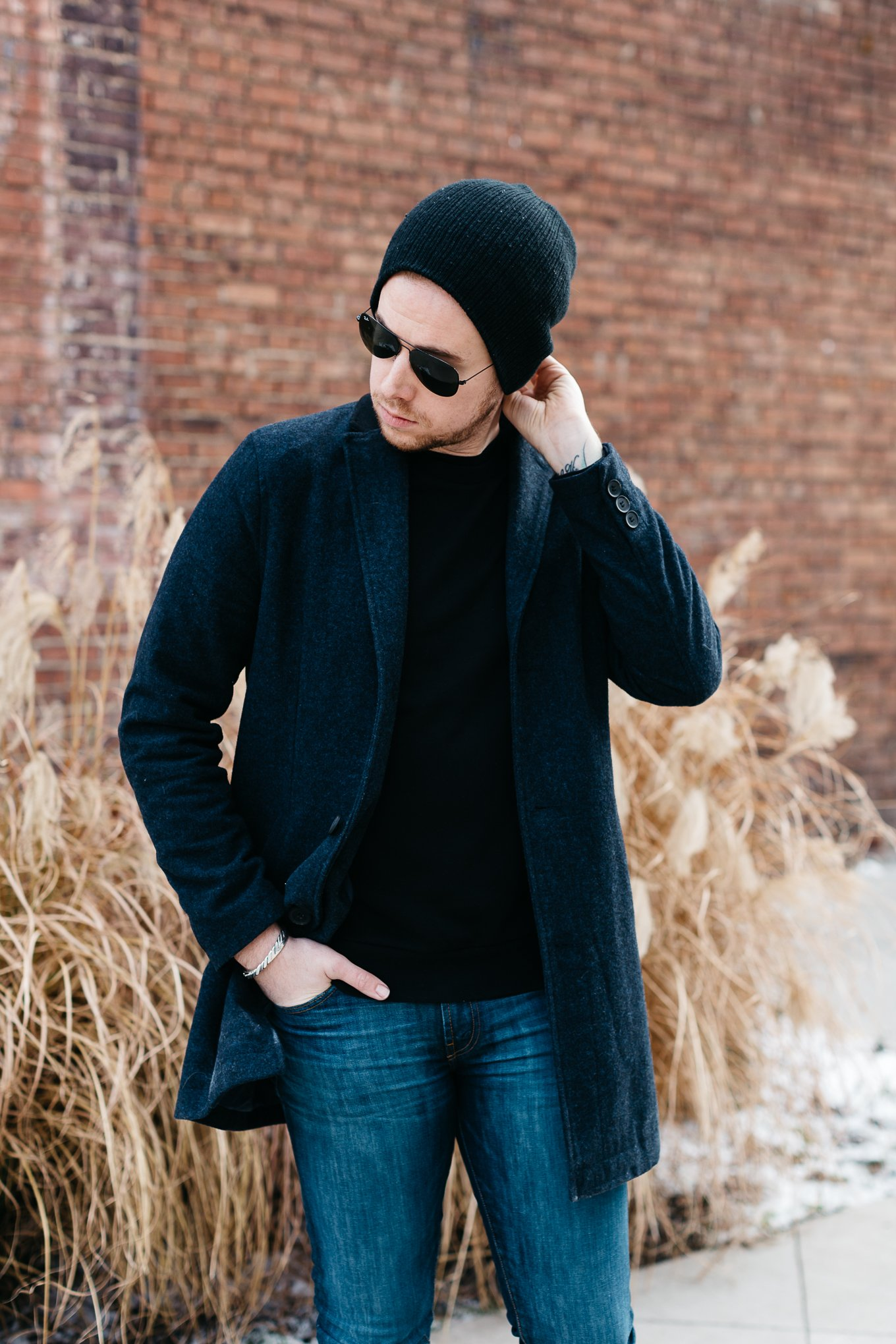 mens black beanie, how to wear a beanie with coat, black and navy combination