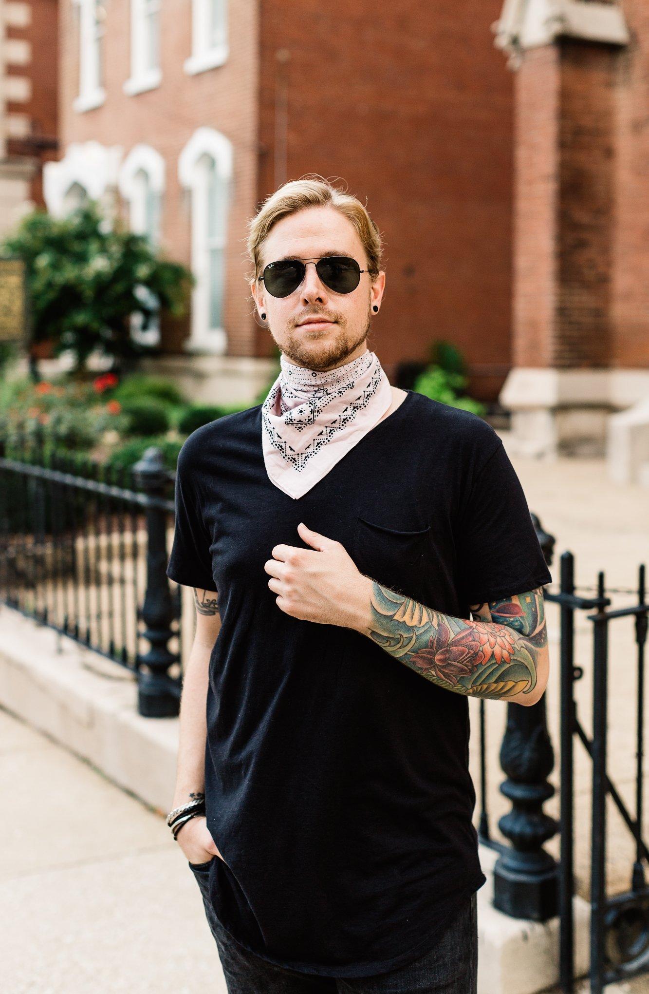 the kentucky gent, pink bandana, men wearing bandanas, how to wear a bandana around neck, mens personal style blog